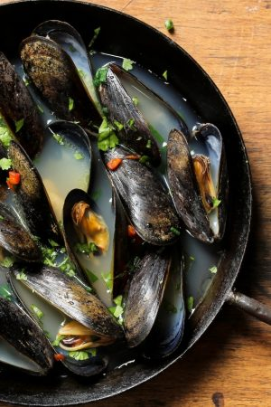 Steamed Mussels With Garlic and Wine
